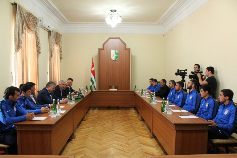 Raul Khadzhimba Had a Meeting with the Players and Coaches of the National Football Team of Abkhazia