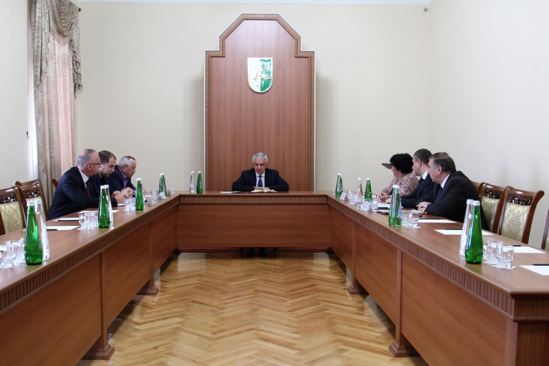 The President Held a Meeting on the Execution of Court Decisions