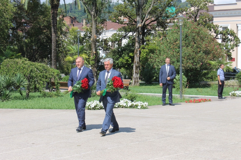 Raul Khadzhimba and Murat Kumpilov Laid Flowers at the Memorial in the Park of Military Glory