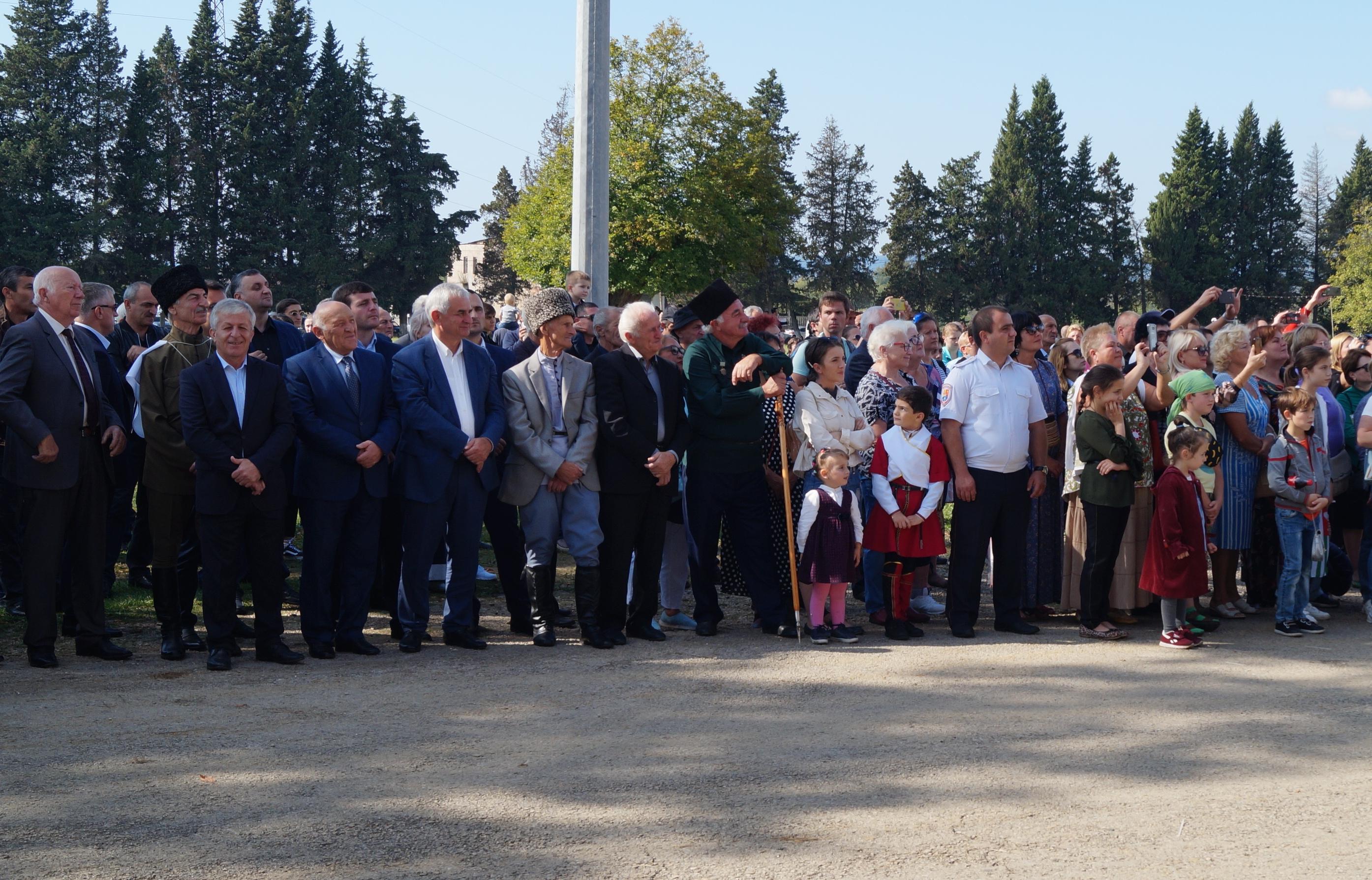 Президент посетил праздник урожая «Лыхнашта»