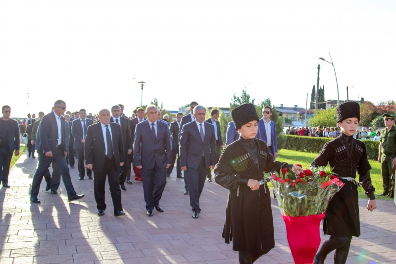 The President Laid Flowers at the Memorial of Glory and the Monument to Vladislav Ardzinba in Gagra