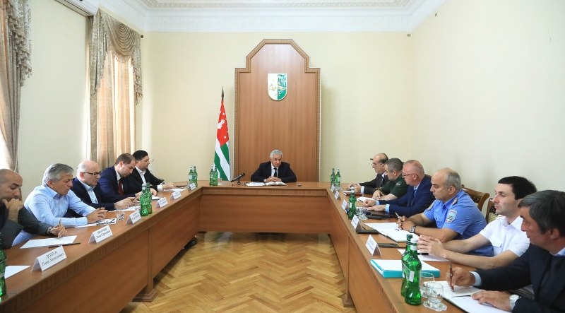 The President Held a Meeting on the Questions of the Issuing of Passports of the Citizen of the Republic of Abkhazia and Residence Permits