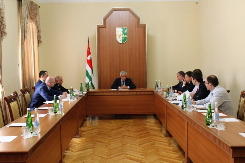 The President Held a Meeting with the Members of the Energy Committee