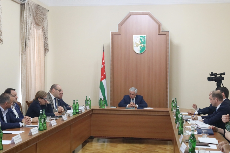The President Held a Meeting with the Leadership of the National Bank of Abkhazia and the Heads of Commercial Banks