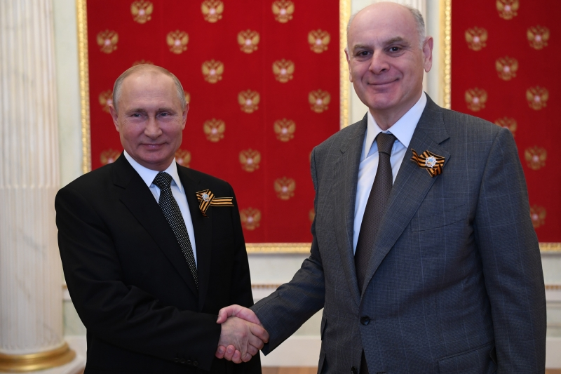 President of Abkhazia Aslan Bzhaniya congratulated Vladimir Putin on the National Holiday – the Day of National Unity