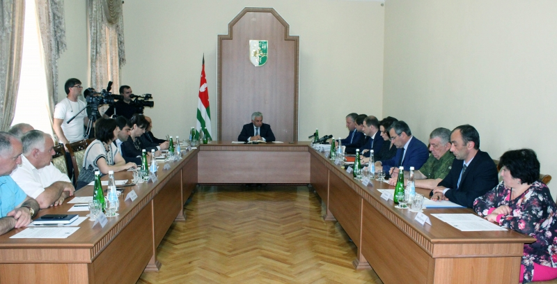 The President Held an Extended Meeting on the Issue of Organising Courses for the Study of the State Language for Civil Servants