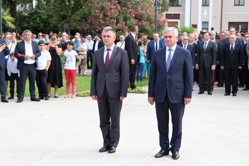 The President Laid Flowers at the Memorial in the Park of Military Glory