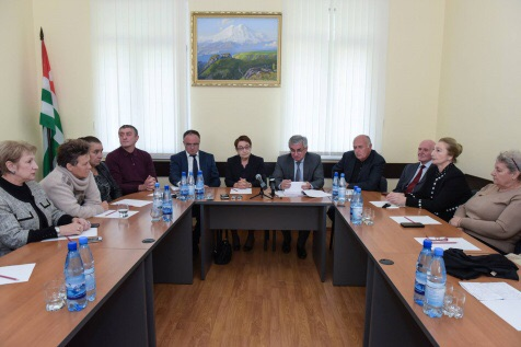 Raul Khadzhimba Met with the Members of the Public Chamber