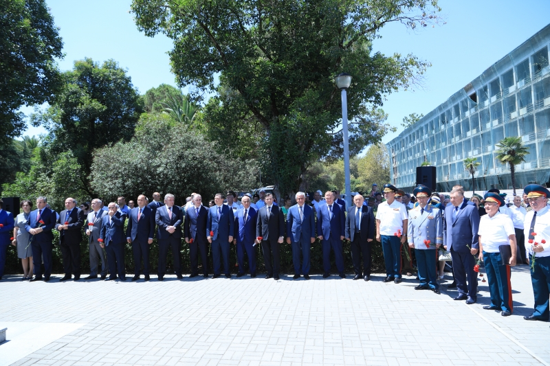 Raul Khadzhimba and Murat Kumpilov Participated in the Ceremony of Laying Flowers at the Monument to the Russian Peacekeepers and the Monument to the Unknown Soldier