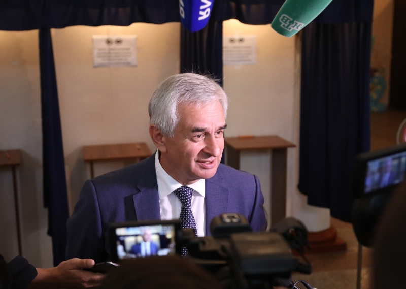 Raul Khadzhimba Voted in the Presidential Elections