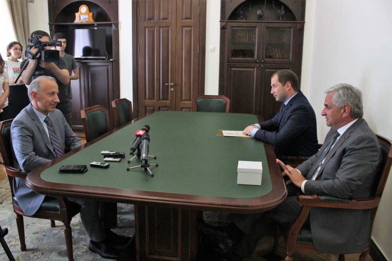 The President Had a Meeting with Ruslan Khashig