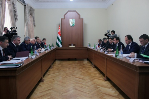 Raul Khadzhimba Held a Meeting with the Members of the Intergovernmental Commission