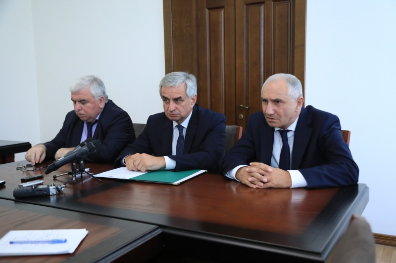 The President Presented Prime Minister Valery Bganba to the Staff of the Cabinet of Ministers