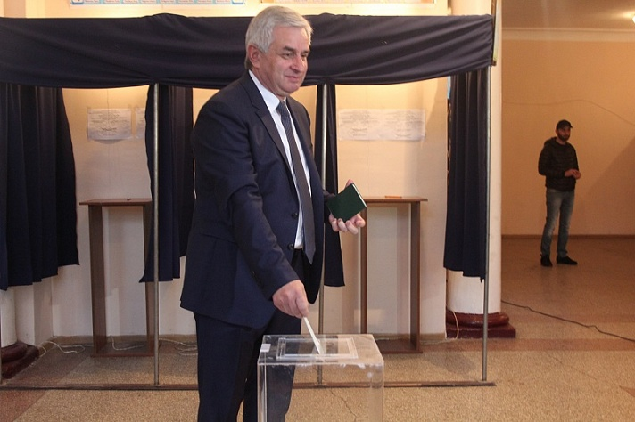 The President Voted in the Second Round of the Elections to Parliament