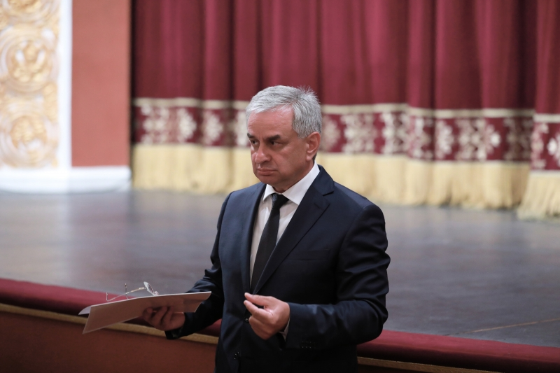 The President Presented General Director Nodar Chanba to the Staff of the Abkhazian Drama Theatre