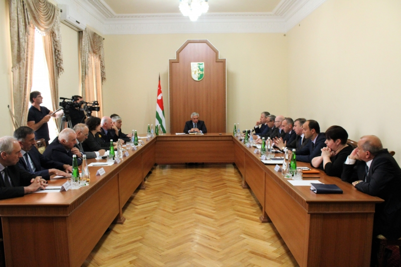 Raul Khadzhimba Held a Meeting on the Issue of Illegal Construction