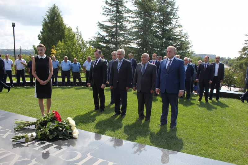 The President Participated in the Ceremony of Laying Flowers at the Memorial to Vladislav Ardzinba