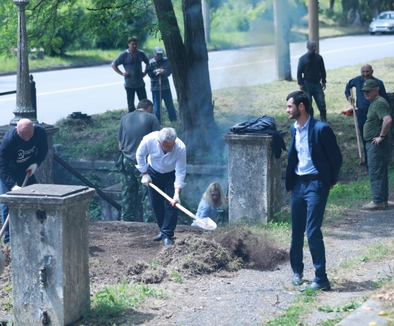 The President Participated in the Republican Cleanliness Day