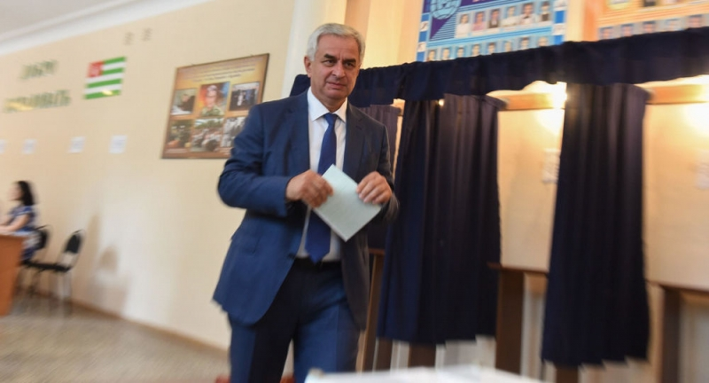 Raul Khadzhimba Voted in the Second Round of the Presidential Elections