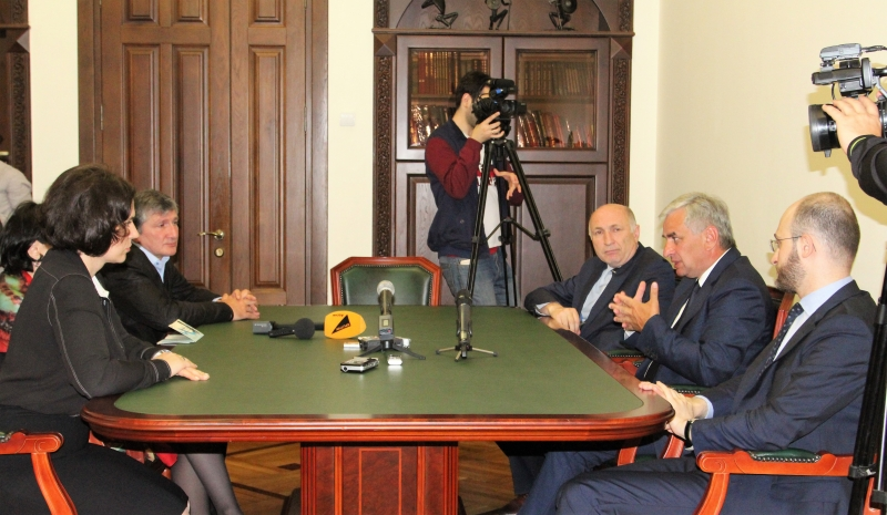 "Raul Khadzhimba Had a Meeting with the Organisers of the F. Iskander Festival of Culture ""Stoyanka Cheloveka"""