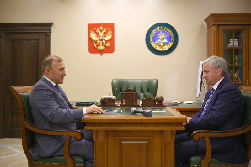 Raul Khadzhimba Had a Meeting with the Acting Head of the Republic of Adygea Murat Kumpilov