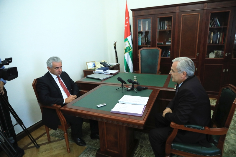 The President Had a Meeting with Chairman of the State Committee for State Language Policy Batal Khagush