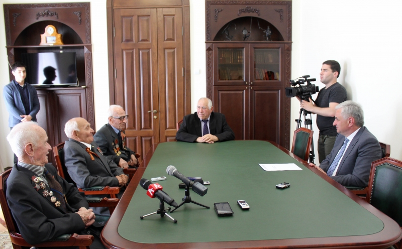 "The President Awarded the ""Akhdz-Apsha"" Orders to Three Veterans of the Great Patriotic War"