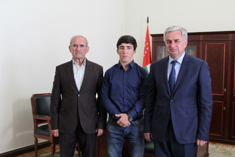 The President Had a Meeting with a World Champion in Freestyle Wrestling Inar Ketia