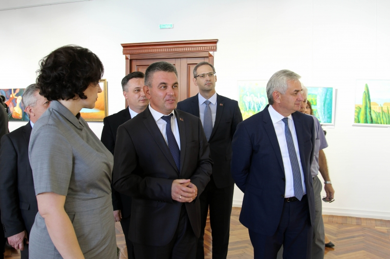 Raul Khadzhimba and Vadim Krasnoselsky Attended the Opening Ceremony of an Exhibition of Abkhazian Artists Dedicated to the Victory Day